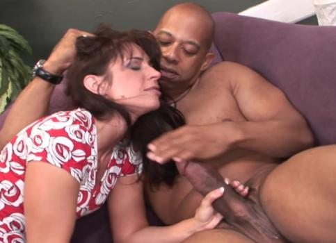 Druuna Cuckolds Her White Hubby For Big Black Cock