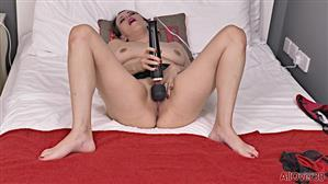 allover30-20-01-14-annabelle-more-ladies-with-toys.jpg