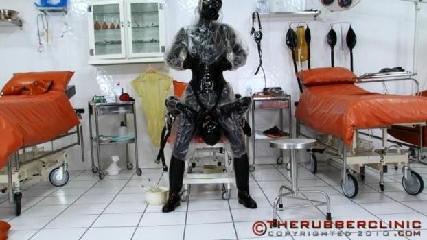 Plastic Hazmat Pissing Facesit. Matron Kinky Rubber and Plastic piss play. Therubberclinic (173 MB)