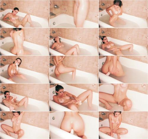 PussycatMoz - Taking A Bath And A Dildo [SD 360P]